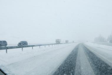 Permainingi orai sunkina eismo sąlygas