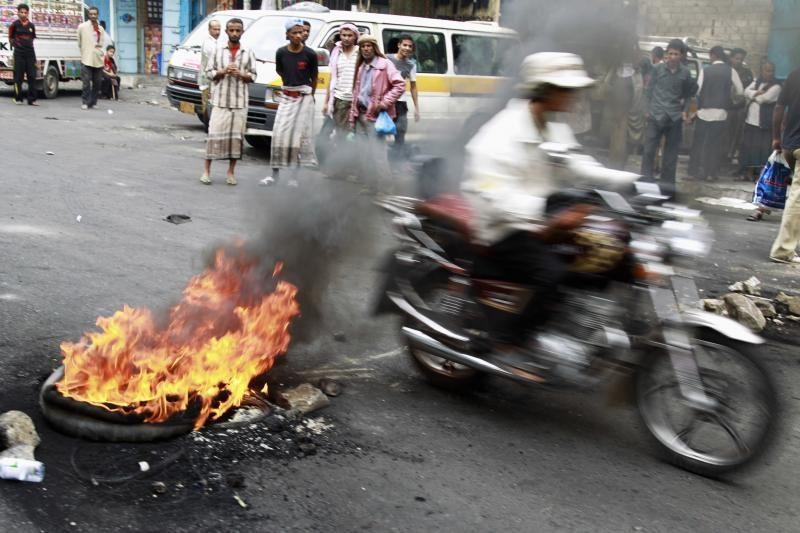 Jemene sprogus užminuotam automobiliui žuvo 26 gvardiečiai