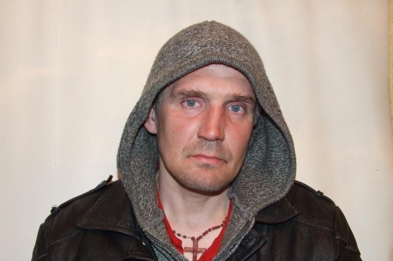 Jonavoje sučiuptas auskarus iš moterų gatvėje pagrobęs vyras