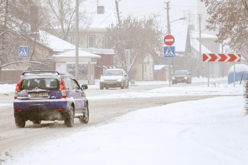 Dėl pustymo ir sniego eismo sąlygos sudėtingos