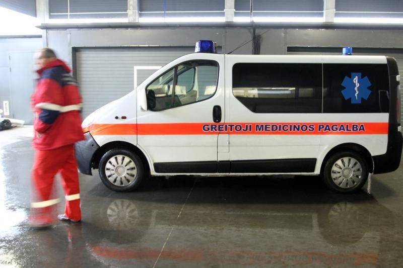 Kaune apvirtęs automobilis prispaudė žmogų