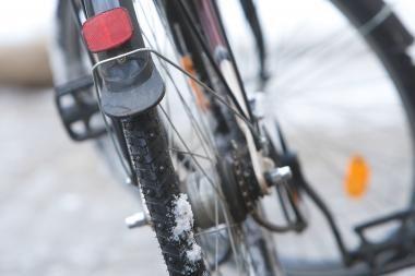 Moterį partrenkęs dviratininkas pabėgo iš įvykio vietos