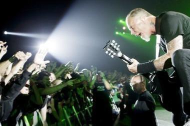 "Kartu su ""Metallica"" gros net dvi grupės"