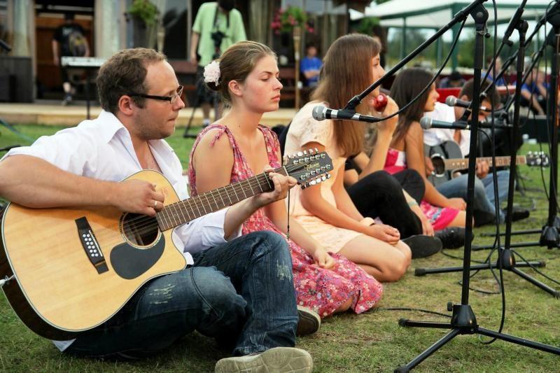Klaipėdietės dainininkės: po stovyklos ir tyloje girdime muziką