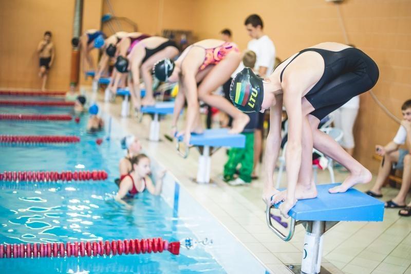 Vaikai mokosi plaukti pagal unikalią metodiką