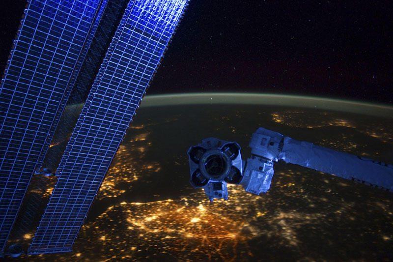 Rusijos kosmonautai užbaigė išėjimą į atvirą kosmosą