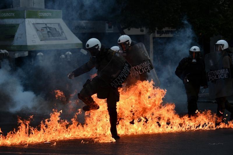 ES pradedant viršūnių susitikimą graikai tęsia protestus