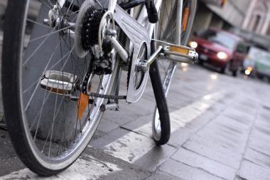 Klaipėdoje dviratininkas įpuolė į autobusą
