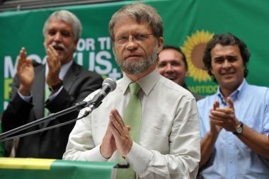 Kolumbijoje lietuvis A.Mockus lenkia savo varžovą prezidento rinkimų kampanijoje