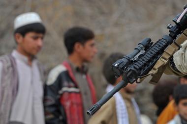 Talibano pasakos vaikams savižudžiams: apie mergeles ir medų