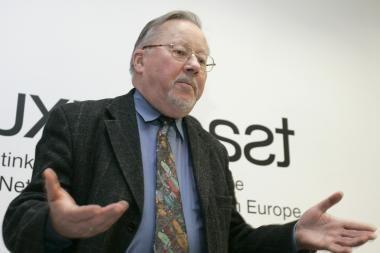 V.Landsbergis dvikalbių užrašų svarstyme siūlo nepamiršti kirilicos