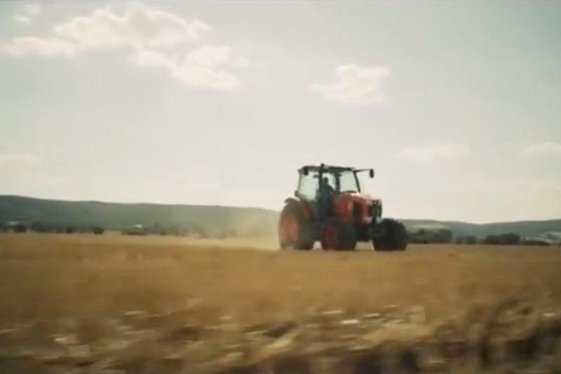 """Efektingas vaizdo klipas – """"supertraktoriui"""" reklamuoti"""