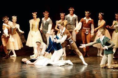 Teatrą dėl motiniškų džiaugsmų apleido tuzinas balerinų