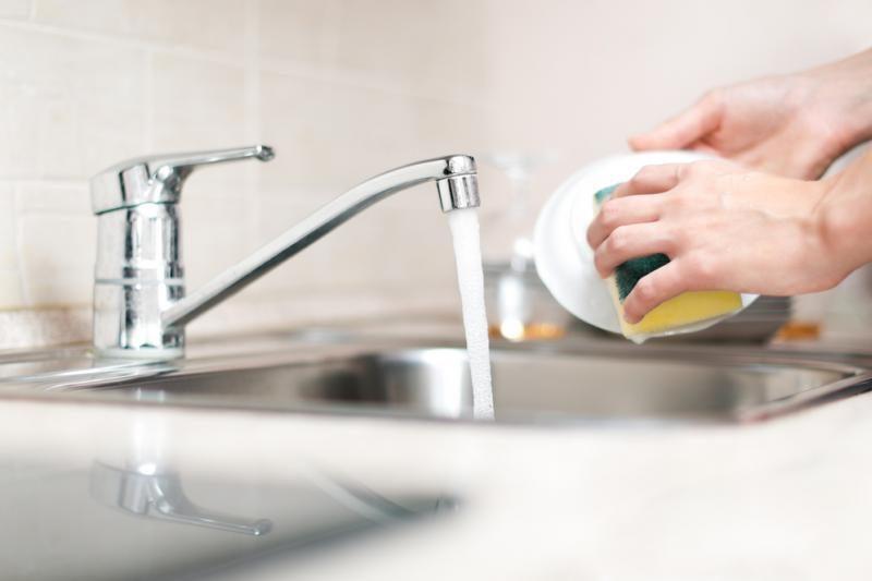 10 būdų, kaip priversti vandens skaitiklį suktis lėčiau