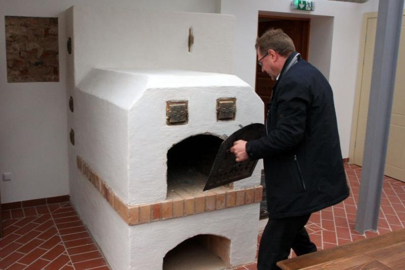 Atgimusiose Kretingos dvaro daržininko valdose kvepės duona