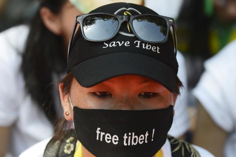 Kinijos Sičuano provincijoje susidegino du tibetiečiai