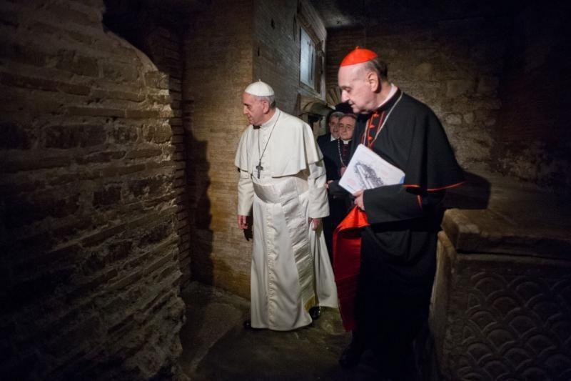 Popiežius aplankė Šv.Petro kapą Vatikano požemiuose