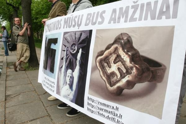 Dėl svastikų Rusija raginama boikotuoti prekes iš Lietuvos