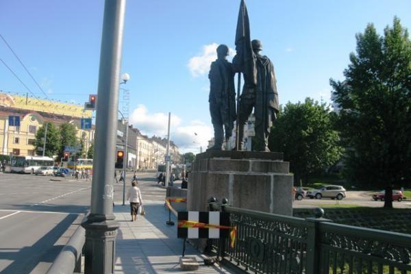 Neatsiradus norinčių remontuoti Žaliojo tilto skulptūras, konkursas vėl pratęstas