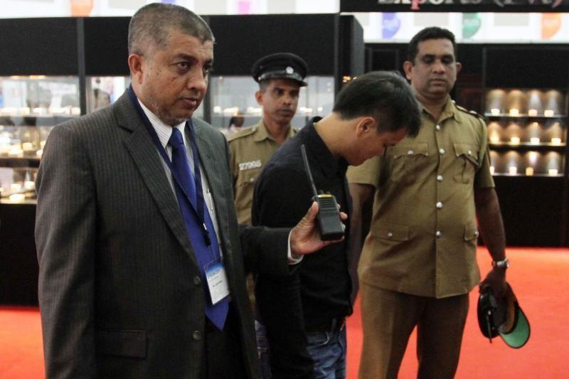 Šri Lankoje vyriškis prarijo pusantro karato deimantą