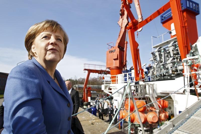 Galingiausių pasaulio moterų sąrašo viršūnėje – A.Merkel ir H.Clinton