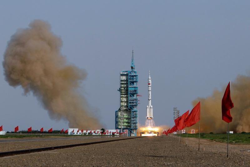Kinija į kosmosą pasiuntė pirmąją savo tautietę