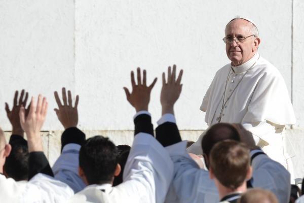 Popiežius reikalauja ryžtingų veiksmų prieš dvasininkų lytinį smurtą