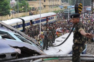 Indijoje per traukinių avariją žuvo mažiausiai 57 žmonės