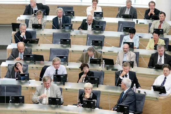 Žiniasklaida: opozicinės partijos pasiruošė perversmui - sieks tapti valdančiaisiais