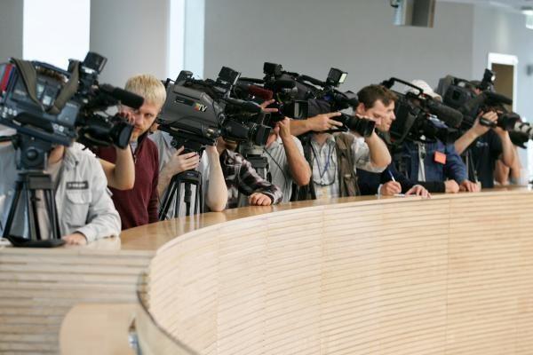 Dėl neva išjunginėjamų mikrofonų opozicija paliko Seimo salę
