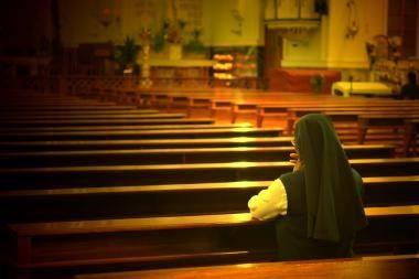 Mėgstanti lošti JAV katalikų vienuolė kaltinama pasisavinusi 850 tūkst. dolerių