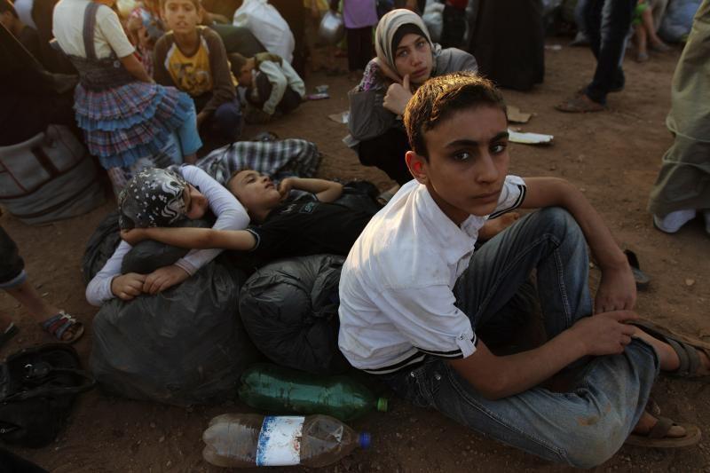 Turkiją pasiekė dar per 1 300 sirų pabėgėlių, tarp jų vienas generolas