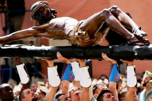 VU rasta suklupusio Kristaus skulptūra sugrįžta į Kalvarijas