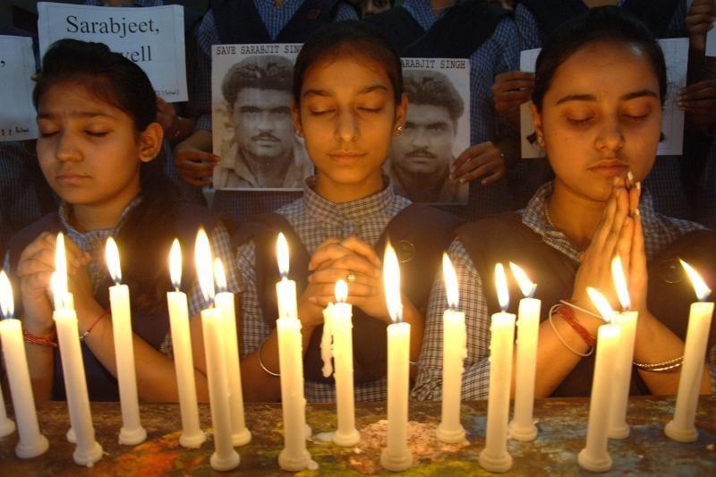 Indijos šnipas mirė po išpuolio Pakistano kalėjime