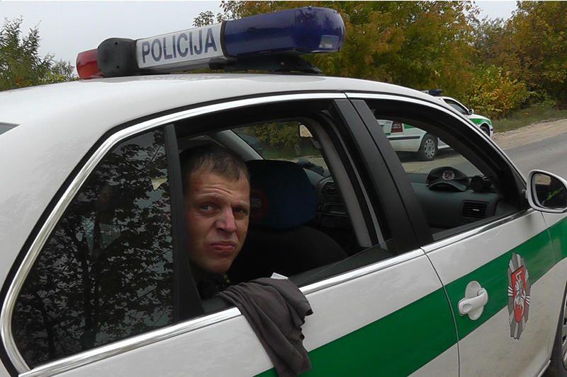 Po visą savaitgalį vykusių gaudynių vairuotojas įkliuvo girtas
