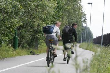 Jaunesni nei 18 metų dviratininkai privalės važinėti su šalmais