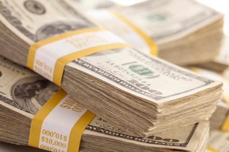 Dėl problemų JAV doleris smuko į trijų mėnesių žemumas