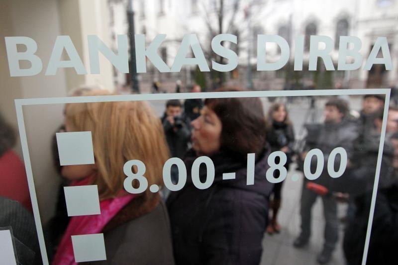"""Pradėjo veikti 25 banko """"Snoras"""" padaliniai"""
