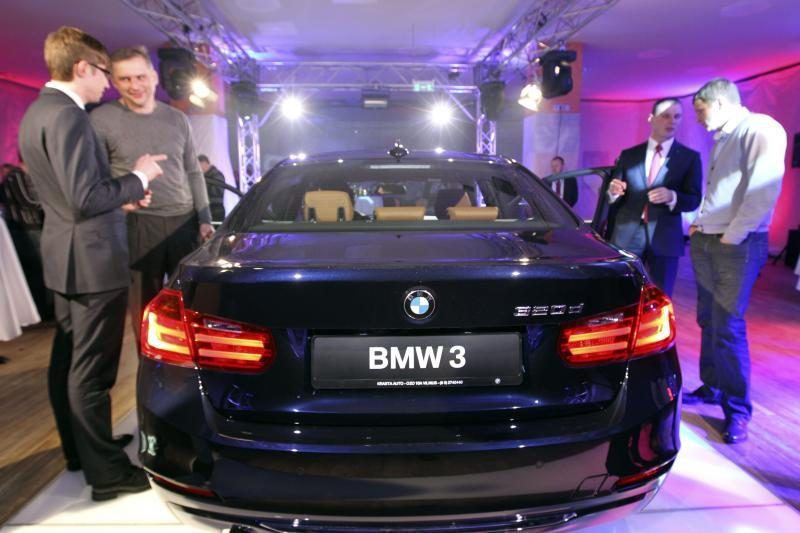 """Pusė vairuotojų įsitikinę, kad pavojingiausi juodų """"BMW"""" savininkai"""