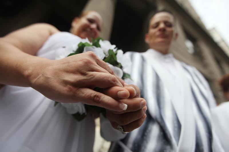 Prancūzų aistros dėl tos pačios lyties asmenų santuokos