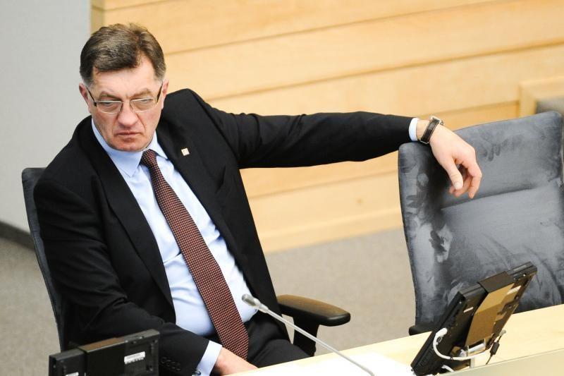 A. Butkevičius: pareigūnams algos didės tik perskirstant finansavimą
