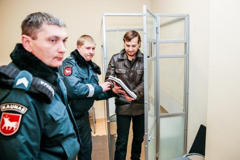 """Teismas į laisvę paleido buvusį grupės """"N.E.O"""" narį T. Lukoševičių"""