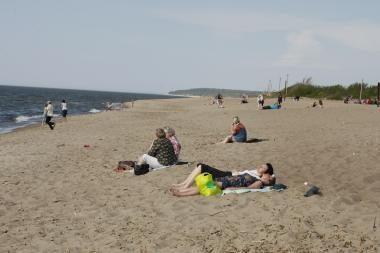 Paplūdimiai poilsiautojams kol kas nesvetingi