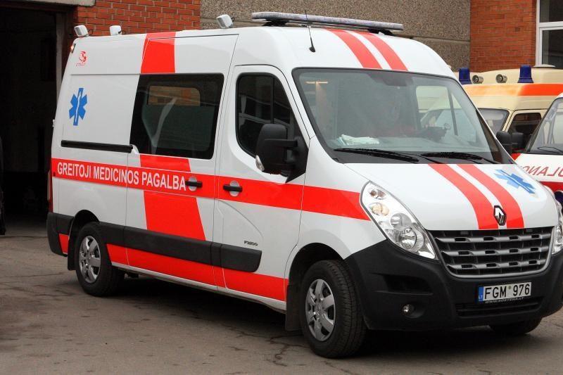 """Klaipėdoje prabangus """"Mercedes"""" Baltijos pr. sunkiai sužalojo vyrą"""