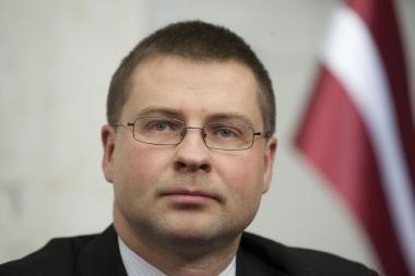Į recesijos liūną nugrimzdusią Latviją ištiko politinė krizė (papildyta)
