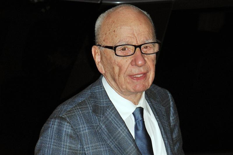 Didžiojoje Britanijoje sulaikyti du R. Murdocho žurnalistai