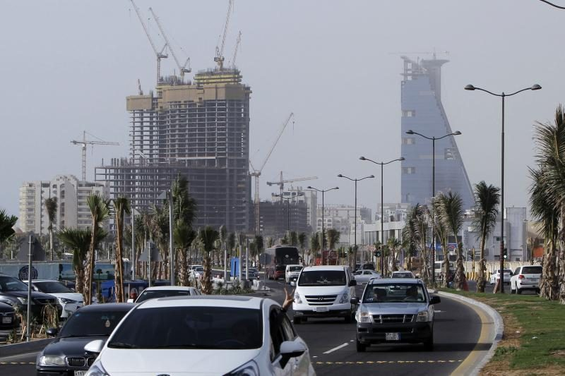Saudo Arabijoje sunkvežimiui įsirėžus į oro uosto laukiamąjį žuvo du