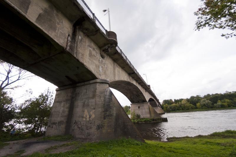Pigiausias pasiūlymas rekonstruoti Panemunės tiltą nustumtas į galą