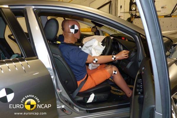 """""""Euro NCAP"""" automobilius daužė dėl teisybės"""