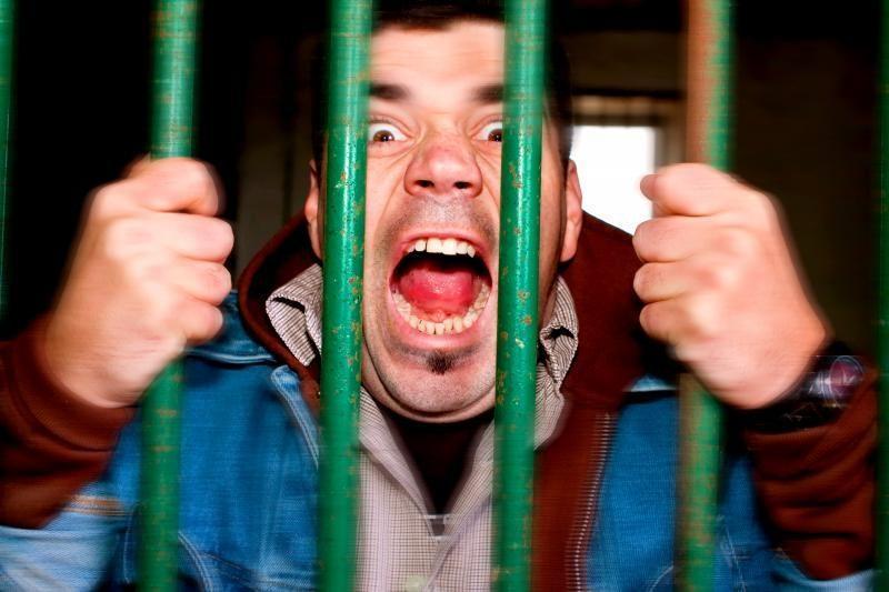 Už narkotikų platinimą penkiems jaunuoliams – belangė arba baudos